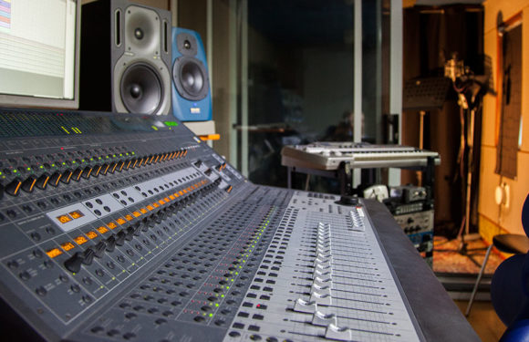 Best Equipment for Internet Radio Stations (Pro Radio Studio)