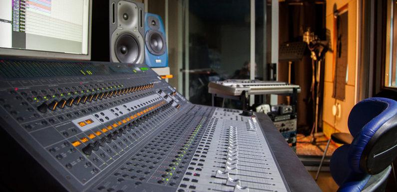 Best Equipment for Internet Radio Stations (Pro Radio Studio)